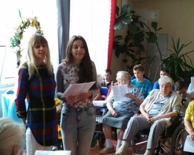 Monika i Karolina z Jodłowa w woj. podkarpackim zaśpiewały dla mieszkańców Domu Pomocy Społecznej w Sopocie.