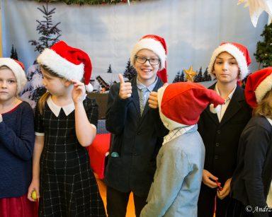 Występ dzieci ze szkoły podstawowej nr 1 w Sopocie