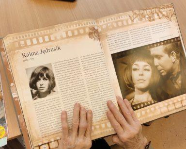 Otwarty magazyn filmowy z artykułem i fotografiami aktorki Kaliny Jędrusik