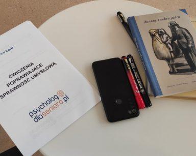 Materiały do zajęć ćwiczenia pamięci książki, flamastry i telefon