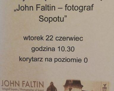 Plakat zapraszający na wystawę multimedialną zdjęć Johna Faltina.