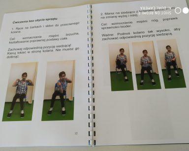 Rozłożona ulotka. Na stronach opisy ćwiczeń. Pod opisami zdjęcia pokazujące jak wykonać ćwiczenie.
