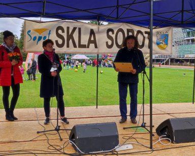 Na scenie prezydent Jacek Karnowski, wiceprezydentka Magdalena Czarzyńska-Jachim, Marlena Waruszewska-Jewsienia, Jerzy Smolarek.
