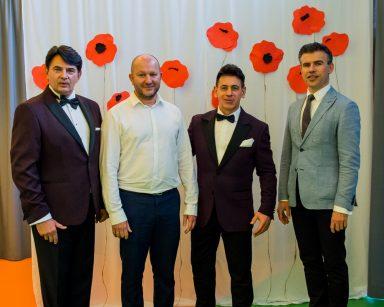 Jacek Szymański, Dariusz Wójcik i Paweł Zawada, kierownik Arkadiusz Wanat stoją razem uśmiechnięci.